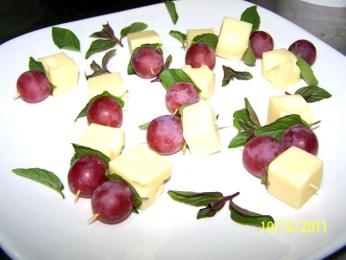 Хапки грозде, мента и ементал